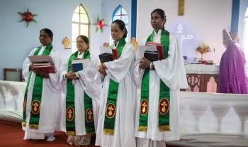 Historisk prästvigning visar på en förnyad kyrka