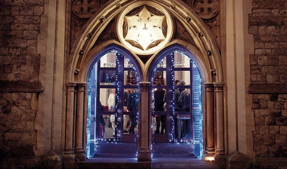 10_2015_london5Porten till Holy Trinity Barnes där adventsfirandet sker är välkomnande pyntad.