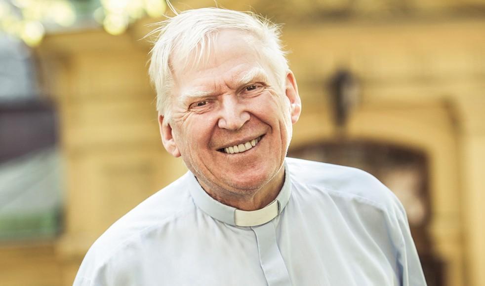 – För mig fanns det inte på kartan att avskedspredika och sedan inte göra något mer. Nej, när du är i den här åldern, lägg inte av! säger Carl-Erik Sahlberg som släpper en ny bok på sin 70-årsdag.