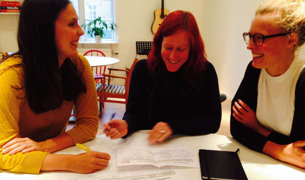 Lovisa Bergner, Ida Richardsson och Malin Åström från Vasakyrkan, Umeå, är några av de som glatt tagit sig an uppgifterna de fått under första dagen med TNA.