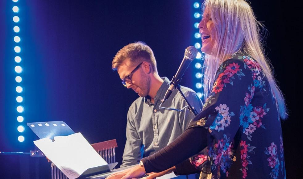 """Se Be Ge:s """"husband"""" Markus Jönsson och Maria Smeds bjöd på härlig musik under sändningen."""