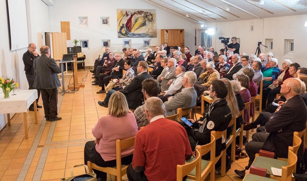 Ett hundratal åhörare samlade till föredrag under det Roseniussymposium som arrangerades på Johannelunds teologiska högskola.
