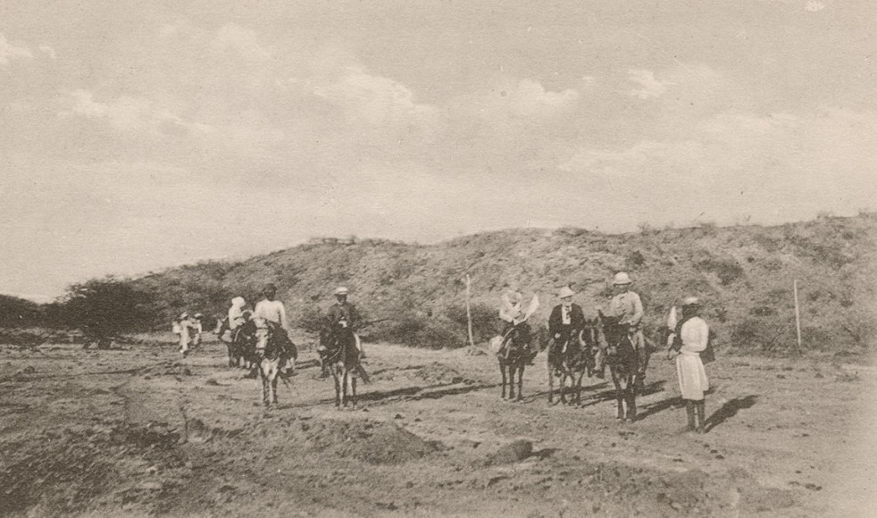 Den 2 december steg man upp klockan fyra på morgonen för resan med häst till Kunama.
