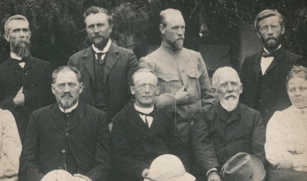 Missionskonferensen i Asmara 18-23 november 1908. Sittande är Karl Winqvist, Adolf Kolmodin och Anders Svensson.