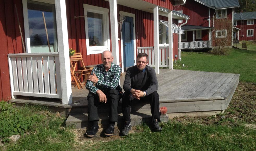 Henric Johansson och Johan Andersson gläds åt de nya husen i Klippen.