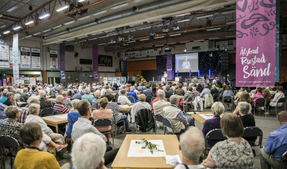 Deltagarna lyssnade aktivt när Kyoohyun Han, ursprungligen från Sydkorea och numera bosatt i Borlänge, talade om hur det är att vara missionär i Sverige.