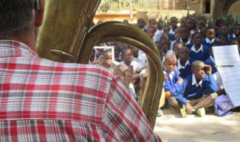 Blåsmusiken på missionsuppdrag i Tanzania