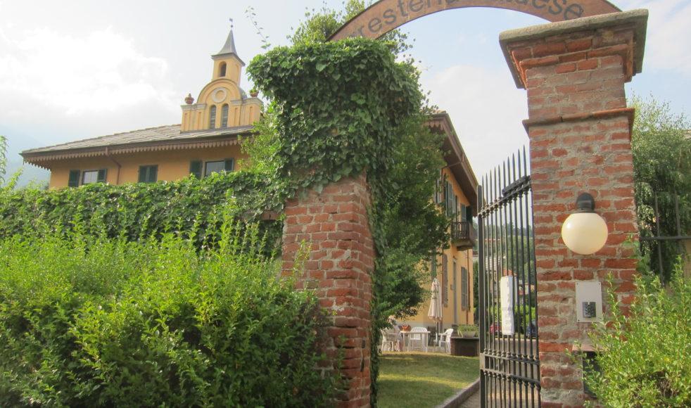 Portalen in till kyrkans gästhem i Torre Pellice