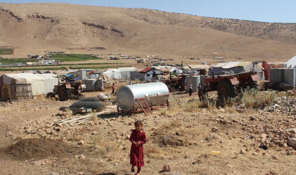 På Sinjar-bergets sluttningar lever fortfarande cirka 15 000 yazidiska flyktingar sedan augusti 2014.