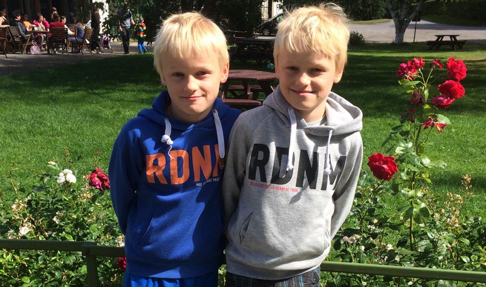 Tvillingarna Gabriel och Josef Tranefeldt har haft sommarlov i Sverige men är nu tillbaka i Addis Abeba, Etiopien.