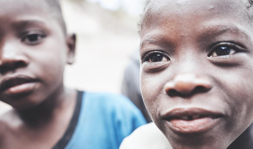 Det är alltid barnen som drabbas hårdast i kriser likt den i Malawi.