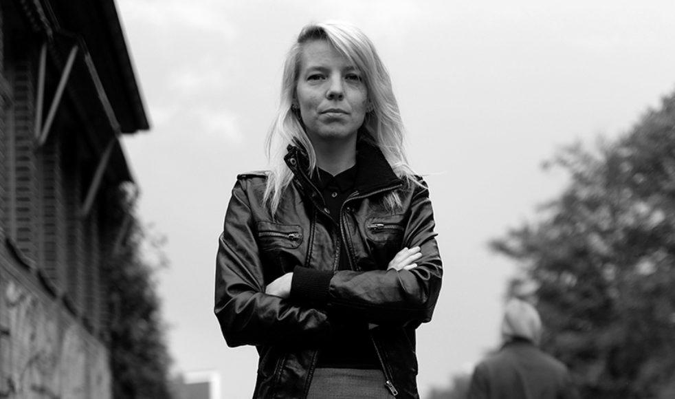 Att hjälpa någon kan vara minst lika heligt för Gud  som en gudstjänst menar Paulina Bolton som vecka  efter vecka tar kampen för att förbättra de  prostituerades situation i Malmö. – Jag vill vara ett ljus i det allra mörkaste, berättar hon.