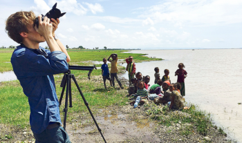 Andreas gör film av EFS missionsidentitet