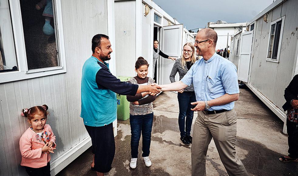 Erik Johansson och Anna Claesson, internationell projekthandläggare på EFS, på hembesök i flyktinglägret i Dohuk, under en resa i april i år.
