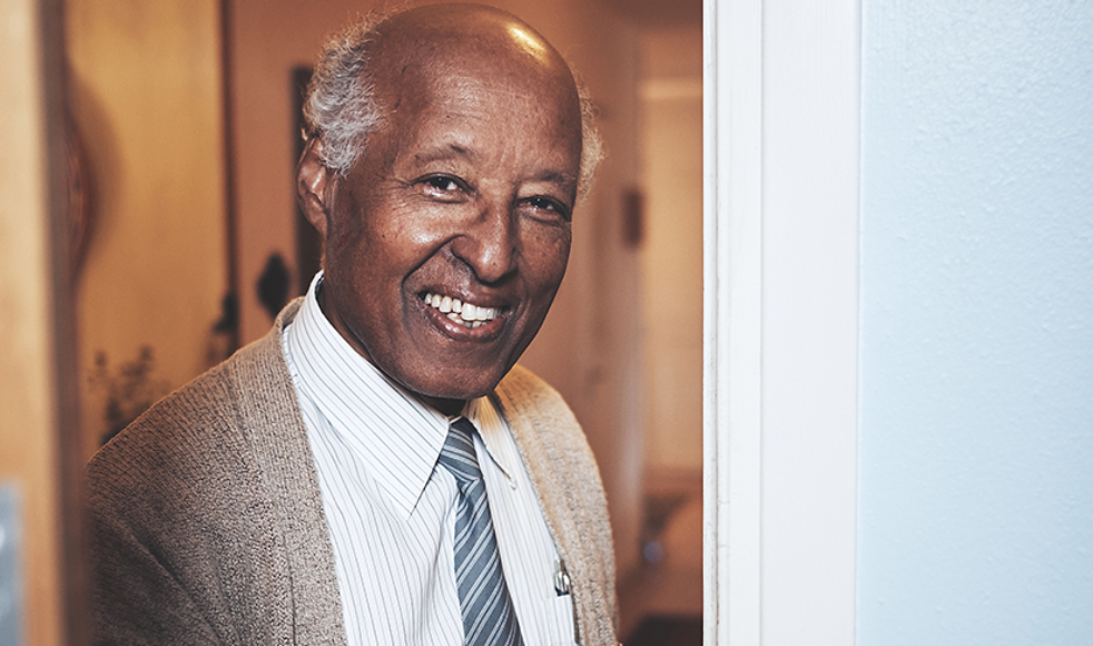 Ezra har nyligen fyllt 80 år och kärleken till kyrkan är fortfarande lika levande.