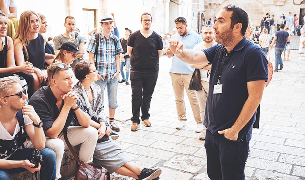 Peter Lebenswerd kan sitt Israel och berättar gärna om dess utbud av bibelhistoria, kulinariska smaker, stadspuls och solsemester.