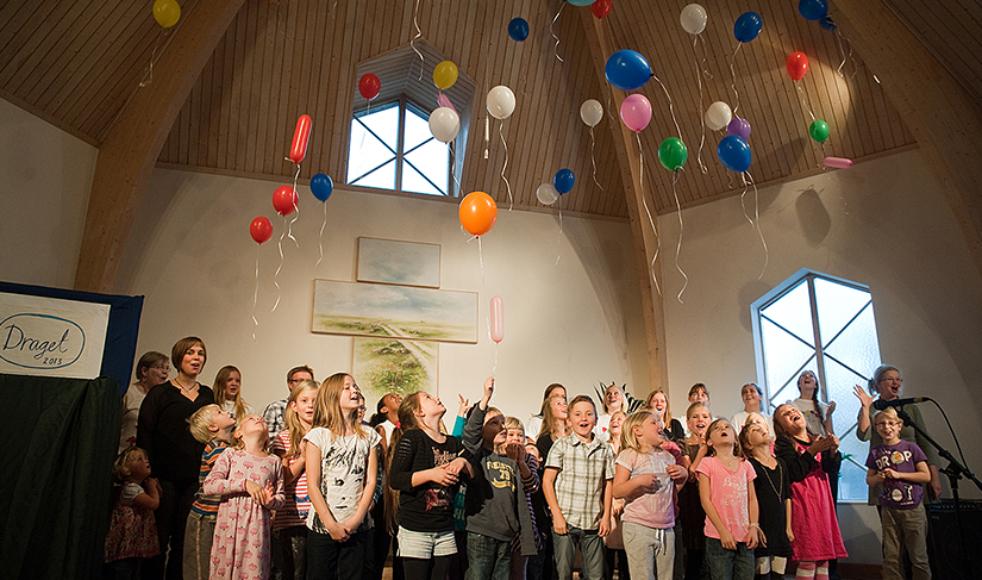 Sveriges största ekumeniska barnledarkonferens, Jesus till barnen, är populär och har därför flyttat från Jönköping till Filadelfiakyrkan, Stockholm, för att rymma ännu fler deltagare.