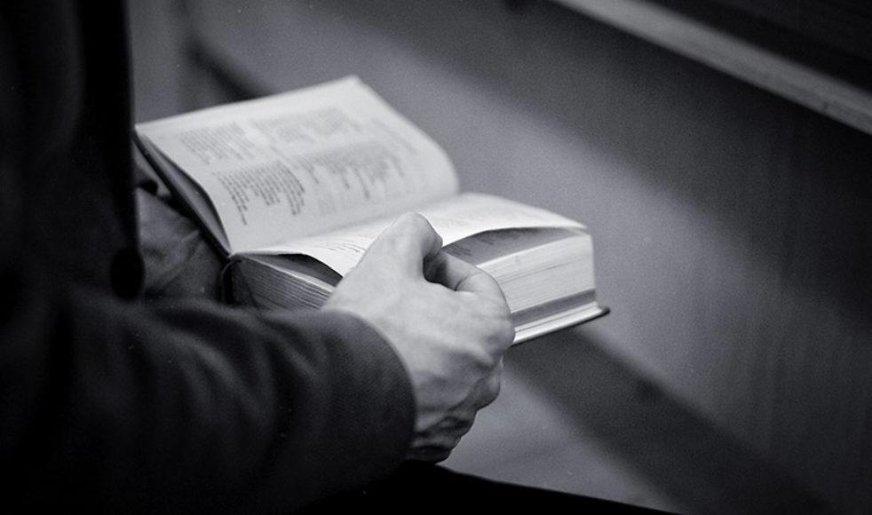 Teologin är ett redskap, enligt Patrik, som gör det möjligt att reflektera kring det som annars förblir osagt.