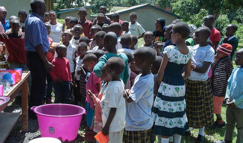 Dorkas är en av alla de barn och ungdomar som samlas i Barnens hus.