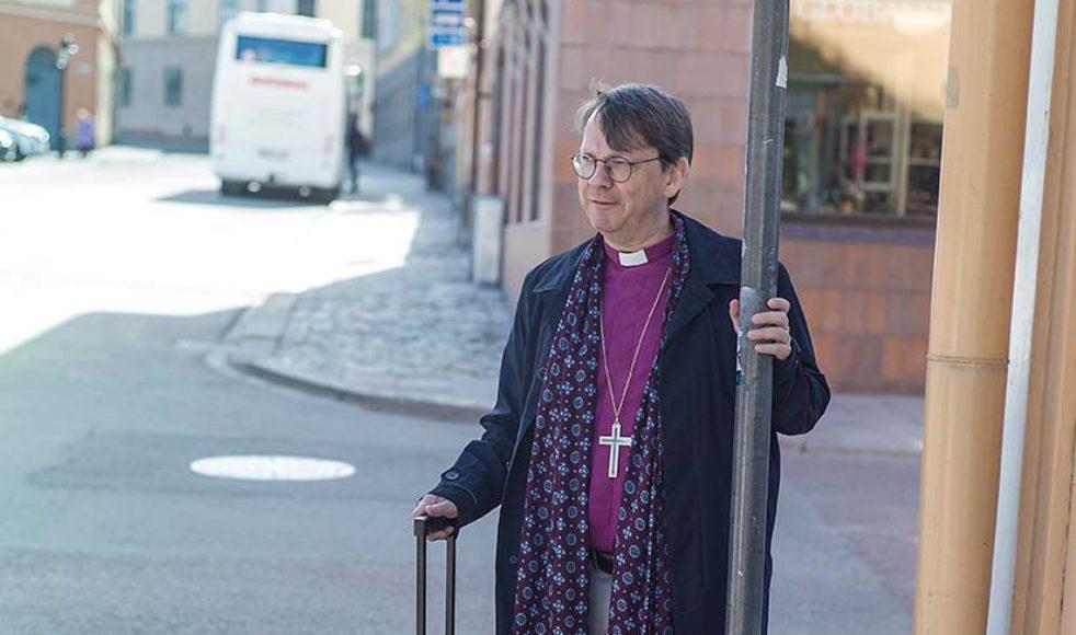 Efter sina år utomlands – främst de fem år han arbetat som präst i Frankfurt, Tyskland – har Johan fått vidgade vyer och en ny syn på Sverige.