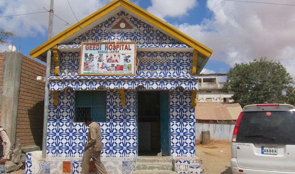 Som ett hoppets tecken – under decennier av politisk oro och år av svält – har Shukri Abdi Geedis mottagning stått kvar med dörren öppen för gravida och födande kvinnor.
