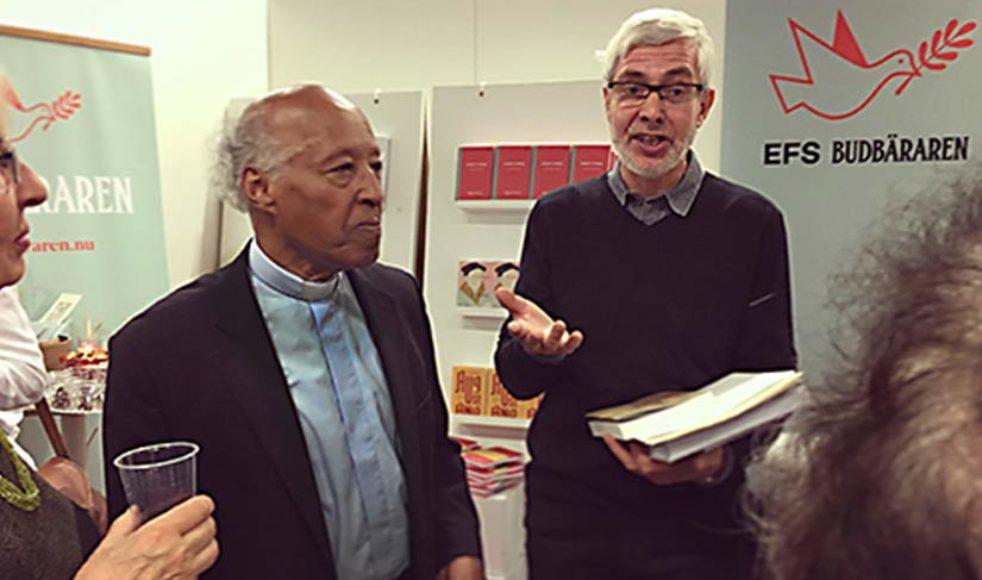 Ezra Gebremedhin och Martin Nilsson mötte släkt till Per Stjärne under bokmässan.