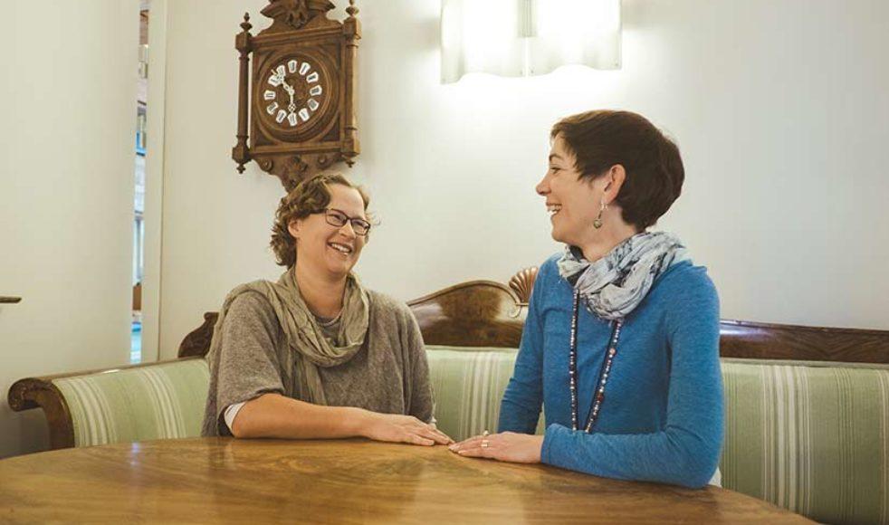 För EFS missionsföreståndare Kerstin Oderhem och Mona Edsinger, vikarierande nationell missionssekreterare, är samarbetet med distrikten verksamhetens kärna.