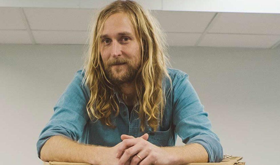 Jonatan Knutes, grafisk formgivare på EFS och Budbäraren.