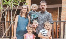 Från hydda till hus – omvälvande flytt för familjen Sandahl