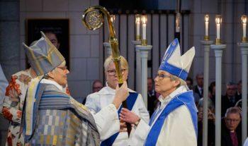 Biskopsstavar lämnas vidare