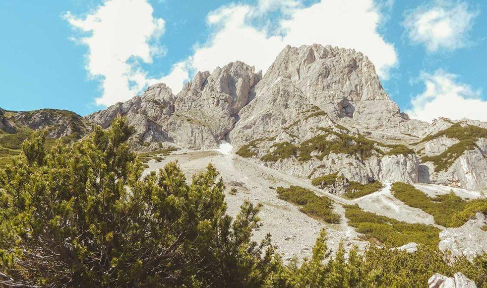 I bergen samlades protestanterna i hemlighet för att läsa Luthers förbjudna bibelöversättning.