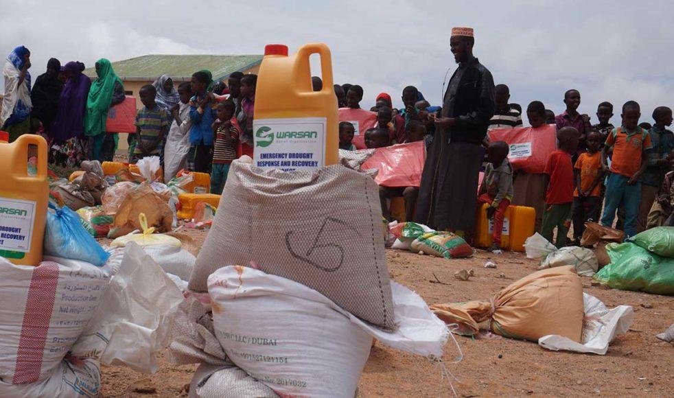 Warsan förser flyktinglägret med mat, men det räcker i dagsläget bara till 70 av cirka 600 behövande familjer.