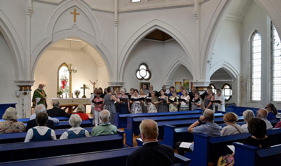 Lötenkören gjorde ett Beatles-inspirerat besök till Liverpool och Gustav Adolfskyrkan som invigdes 1884.