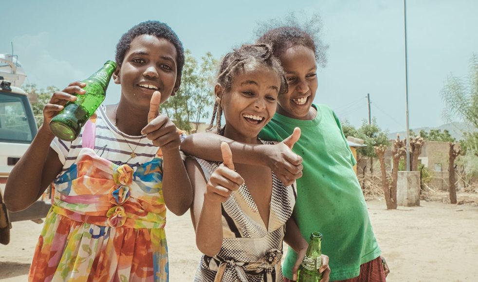 Kisanet Beyene, Rozina Zeray och Kisanet Welay ger oss ett väldigt varmt välkomnande.