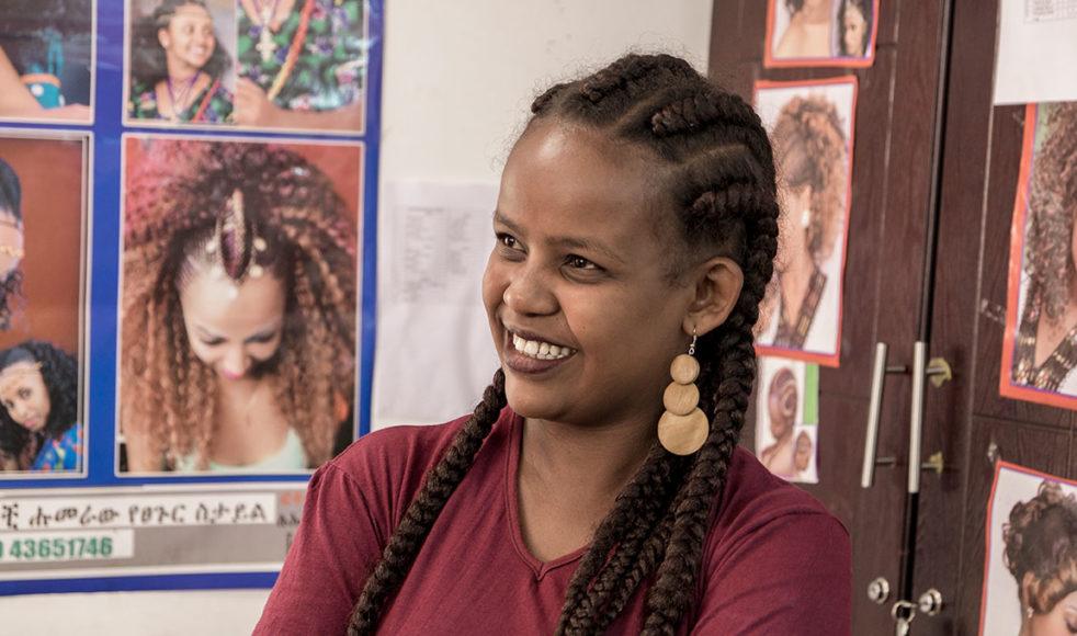 Marta Teklu är lärare på Hope for Childrens frisörutbildning. Hon säger att det har varit en stor utmaning att få ihop eleverna till en fungerande grupp.  – Eleverna har varit med om hemska saker så det är inte alltid lätt, men det blir bättre och bättre. Ibland är det bara att låta dem bråka tills det går över, säger hon.