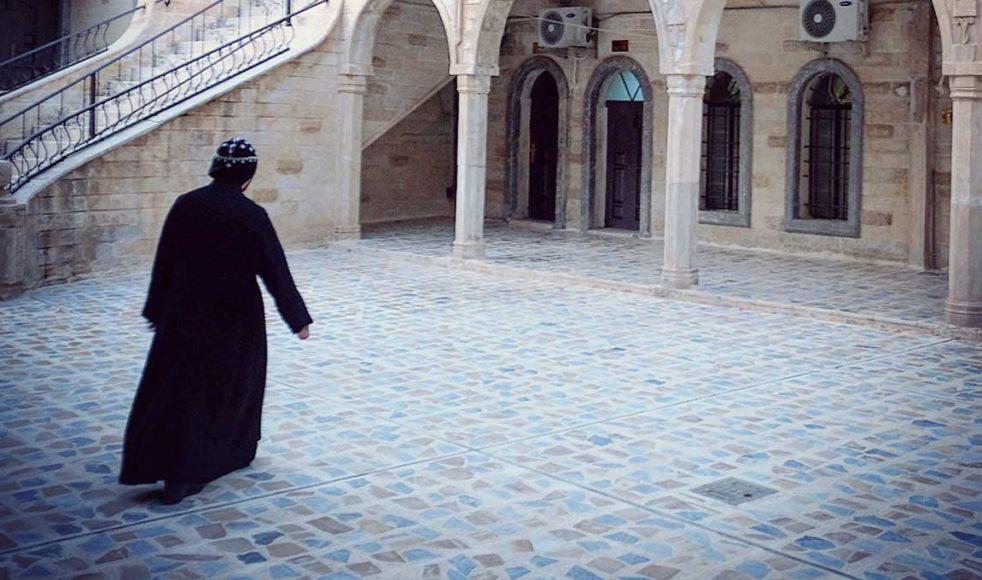 Mar Mattai-klostret fungerar som ett andligt center i regionen. Även många muslimer och yazidier kommer till klostret för att få förbön.