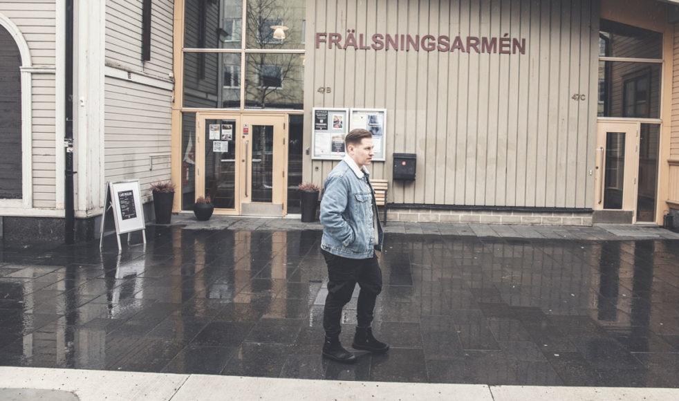 I 18-års åldern flyttade Samuel till Stockholm för att arbeta med Frälsningsarmén. Där och då var han beredd att ge upp sin egen dröm om musiken för Guds dröm.