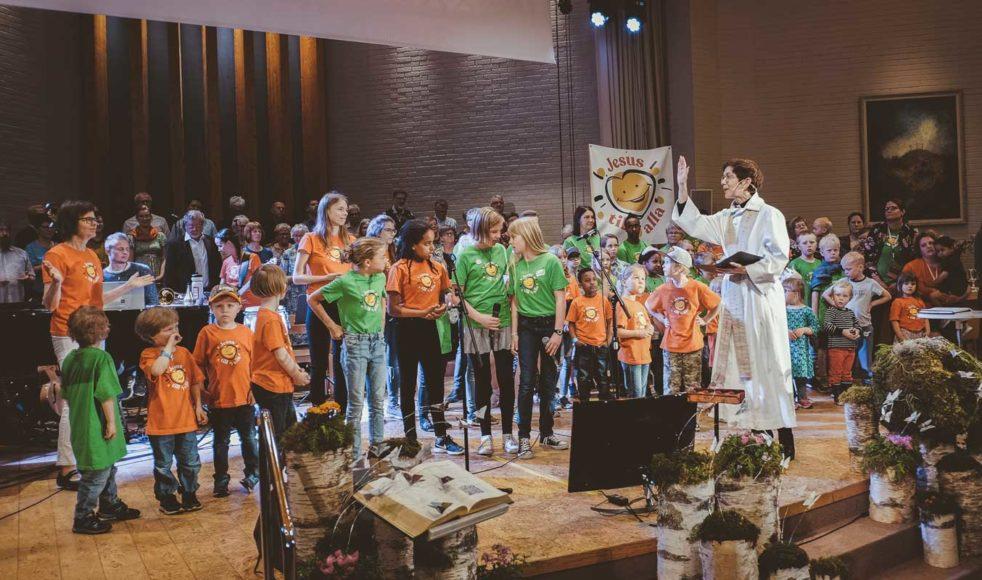 Sändningsgudstjänsten avslutades med att missionsföreståndaren Kerstin Oderhem gav Herrens välsignelse.  – Konferensen gav mig en ton av hopp, glädje och framtidstro, säger Oderhem.