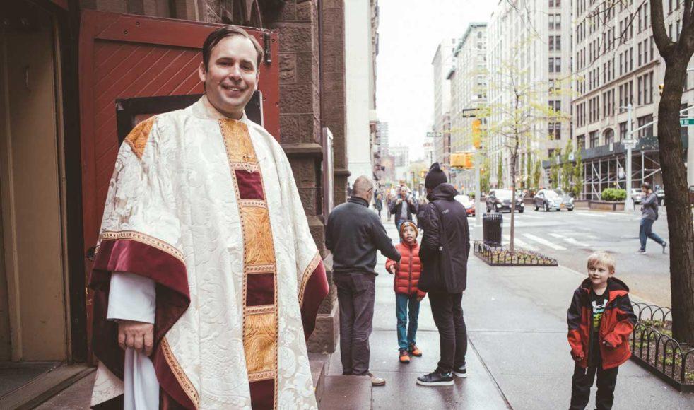 – Människor som besöker oss har ofta prövat allt annat. När de väl kommer till kyrkan vill de höra ifrån Gud och möta Gud, säger Smith.
