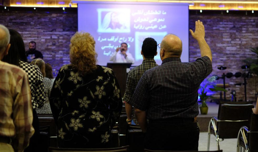 Genom kristna vänner och satellit-tv, så som EFS samarbetspartner Sat-7, har många konvertiter fått lära sig mer om Jesus. Att Jesus uppenbarar sig i drömmar är också vanligt. – Jag drömde gång på gång om en man som sa: »Kom till mig«, berättar Stidal.