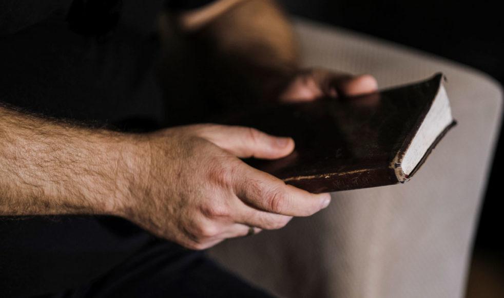 Amir vill få fler yazidier att upptäcka Jesus med hjälp av olika bibelberättelser.  – Jesus var också en flykting, hans berättelse liknar deras som har behövt fly. Det är för sådana som dem som han kom till jorden. Han utstod tortyr och hunger liksom de, säger han.