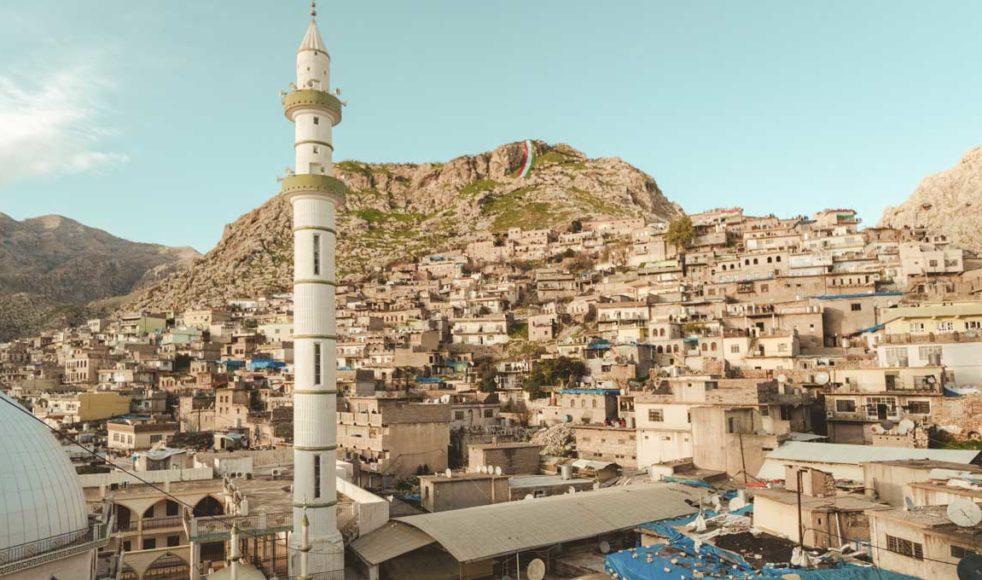 Att konvertera till kristendom i ett muslimskt land kan innebära en fara för både sin säkerhet och sitt sociala liv. Här staden Akre i norra Irak.