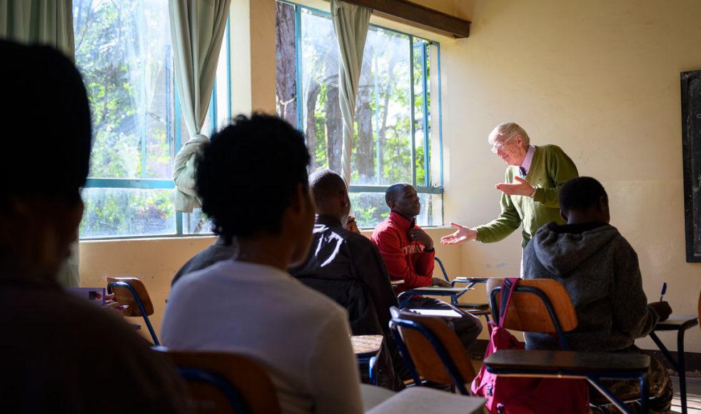 Missionsfonden, Carl-Erik och Overas egna fond, hjälper människor att betala kostnader för sjukvård, operationer och skolavgifter. En del får även små bidrag till nyföretagande.