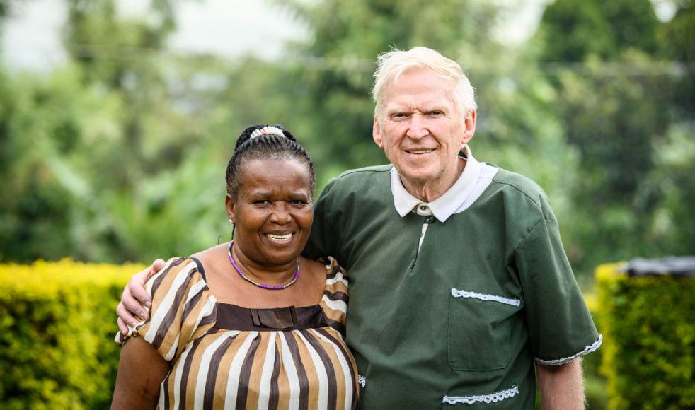 Den gångna sommaren firade Carl-Erik och Overa 30 år som gifta. Förutom deras hjälpinsatser undervisar båda två på bibelskolan i Mwika.