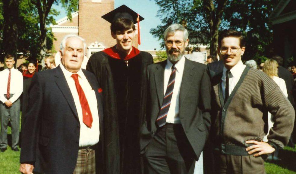 James tog Master of Divinity examen år 1990 vid Yale University. På bilden syns fr. v. farbror William Starr, James själv, pappa James L. Starr och lillebror Andrew.