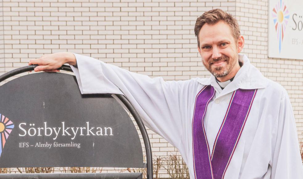 – Kyrkans kallelse är att lindra nöd och målet med våra satsningar är att visa Guds kärlek i handling, säger prästen Jonas Ahlforn von Beetzen. Bild: Per Danielsson