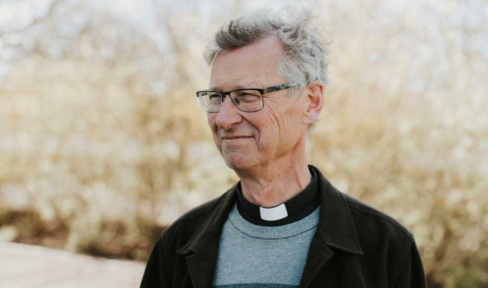 Berth lyfter fram att att kriser i bibliska berättelser ofta är orsaken till att människor söker Jesus. Själavården bör därför inte stanna i krisens akuta fas utan även försöka hjälpa till insikt om vad krisen djupast sett avslöjar.