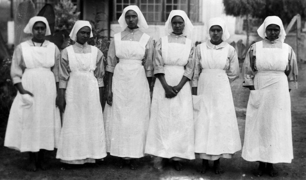 De sex första diakonissorna som genomförde sjukvårdskursen 1927.