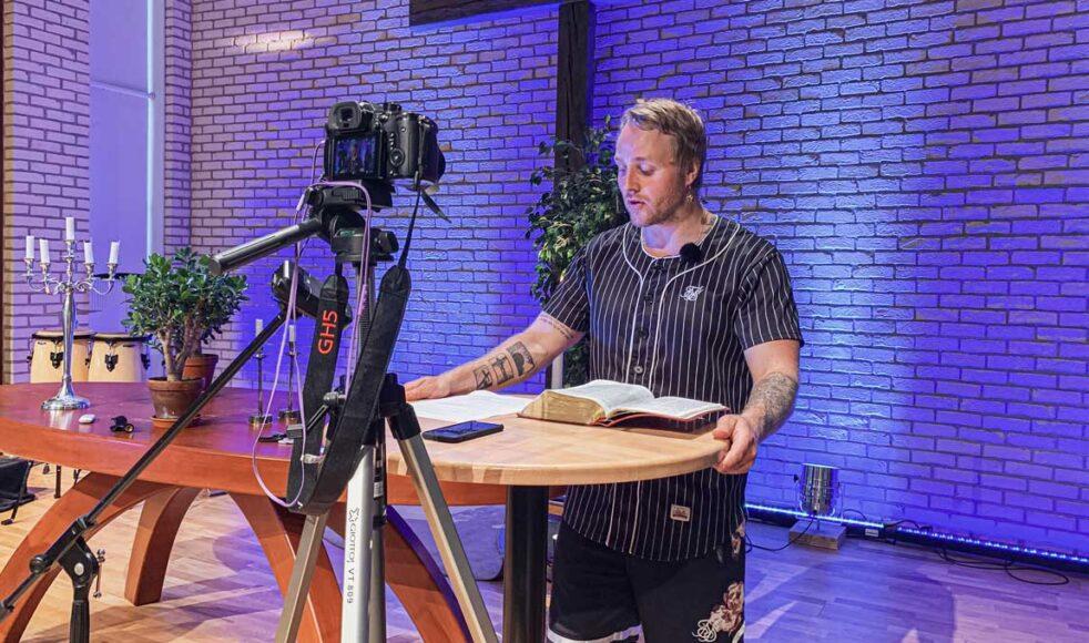 Olof Schelin, Salt-koordinator Mittsverige, spelar in predikan till sommarkonferensen.