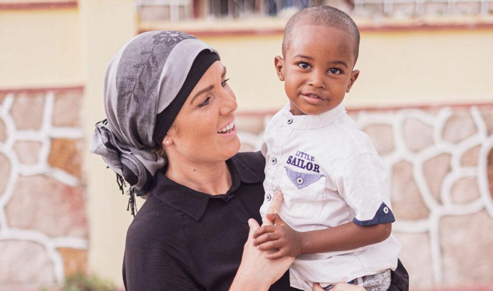 Erika Persson är fotograf och upplever att hennes främsta syfte i livet är att uttrycka Guds kärlek genom sitt yrke. Här har hon och Mohammed hittat varandra under en promenad i Hargeisa, Somalia.